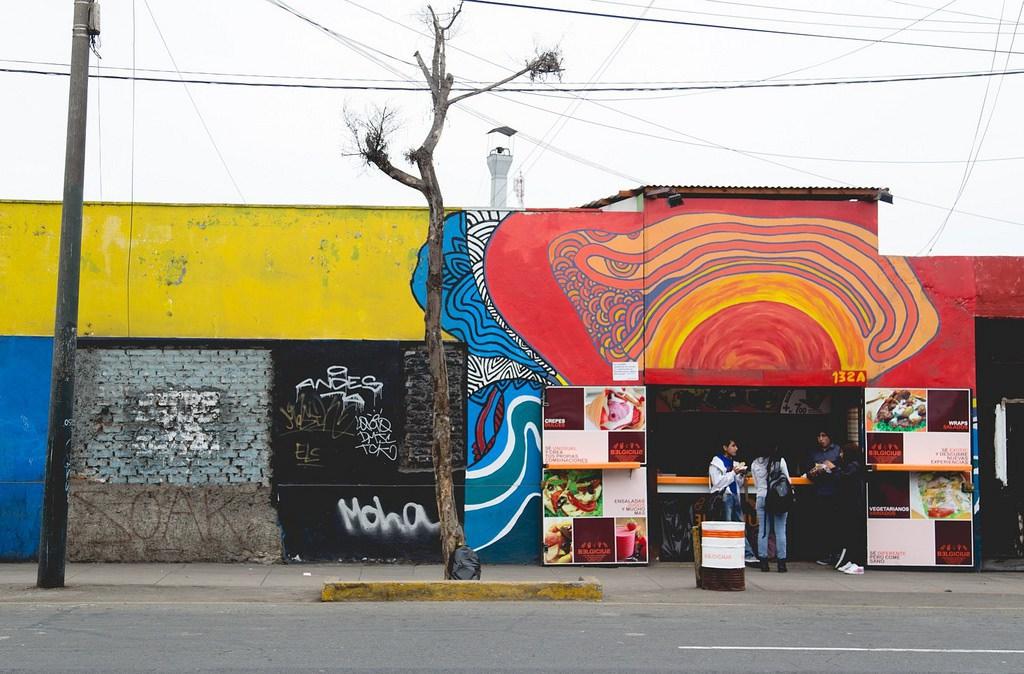 colorful-graffiti-in-lima0-1